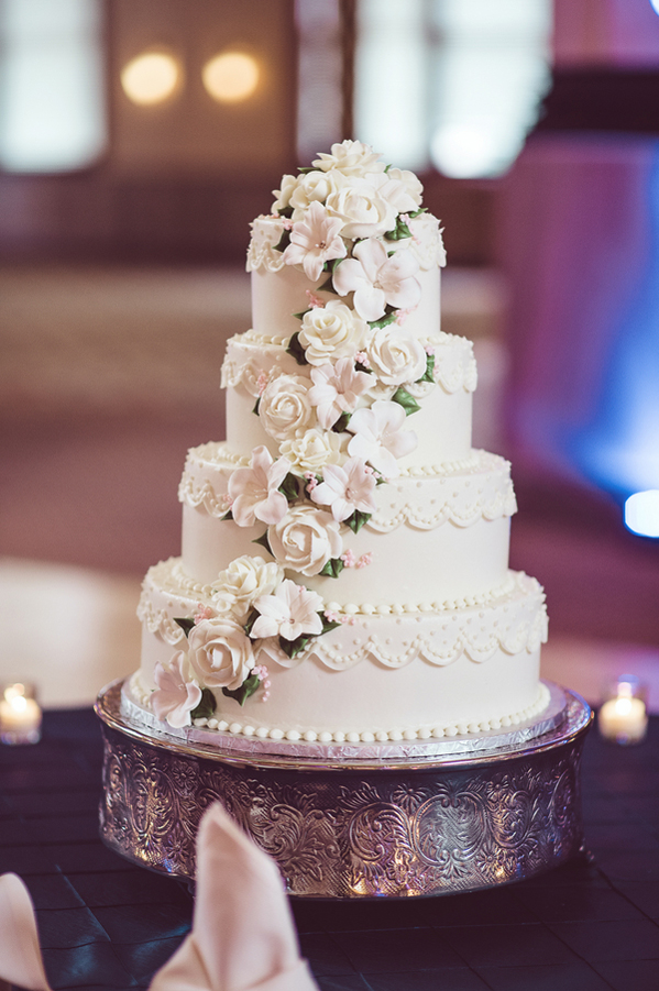wedding cake places in indy classic indianapolis wedding at crowne plaza union station 23482