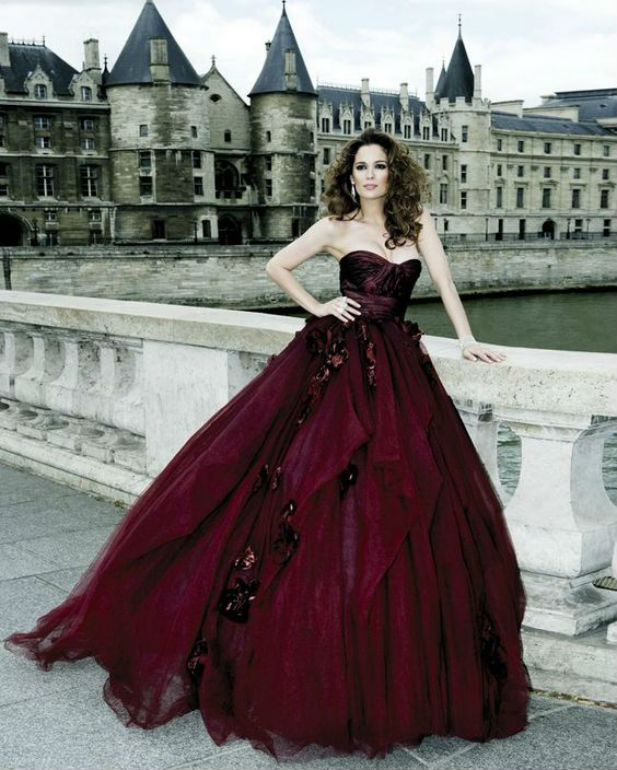 25 Daring Red Wedding Dresses