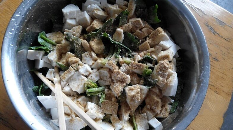 Cut the tofu into pieces.
