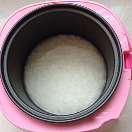 Wash white rice