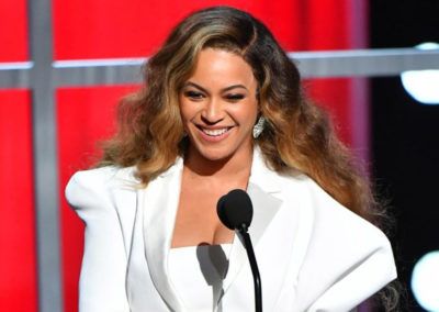 Beyonce Receives Entertainer of the Year award