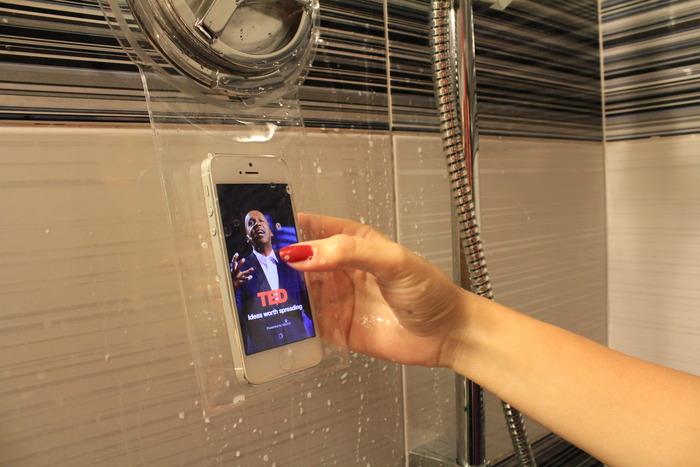 与心爱手机水乳交融 可边洗澡边滑的Hoyo手机防水套