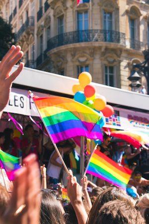 ¡Una reflexión sobre Stonewall, el LGBTQ+ Progreso + Nuevos recursos!