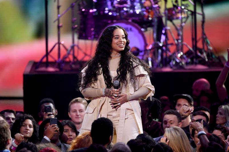 Ella Mai Gives Soulful Performance Of Bood Up At 2018 American