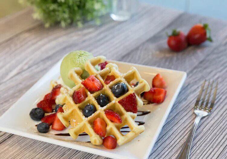 MangoMango_StawberryBlueberryWaffle