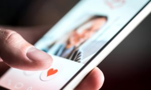 online-dating-shutter-stock-dating-app-tinder-hinge-bumble-romance-modern-romance