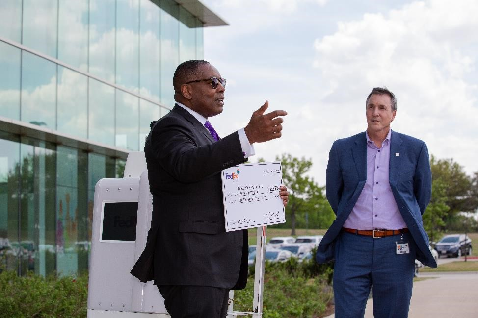 FedEx to begin testing SameDay bots in Plano this summer