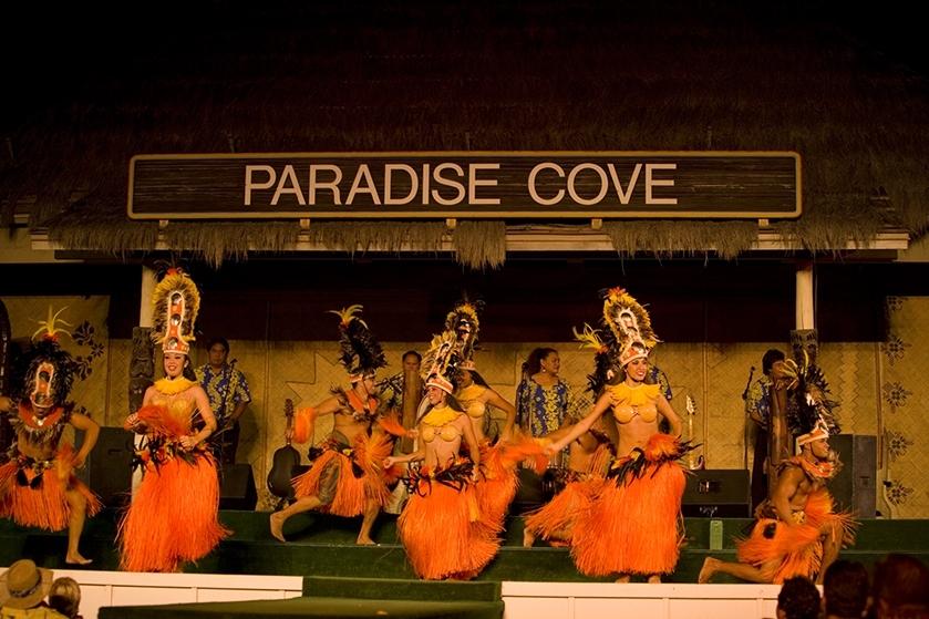 Paradise Cove Deluxe Luau image 1