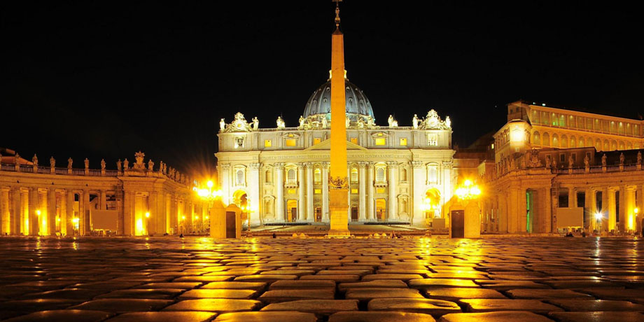Product Exclusive Vatican Museums Night Tour with Dinner