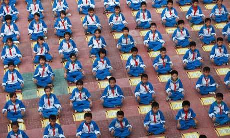 Chinese pupils recite rul 008