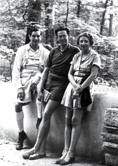 Department store owner Edgar Kaufmann Sr. and his wife Liliane flank their son Edgar Kaufmann Jr. Both father and son were architecture enthusiasts, and Edgar Jr. apprenticed under Frank Lloyd Wright, while Edgar Sr. commissioned Fallingwater, the landmark Wright home in Pennsylvania.