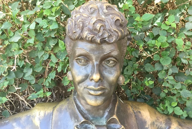 Lucille ball statue in palm springs for The lucy house palm springs