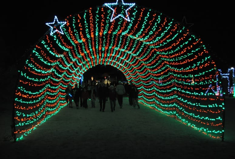 light shows bring festive mood to the holidays - Jones Beach Christmas Light Show