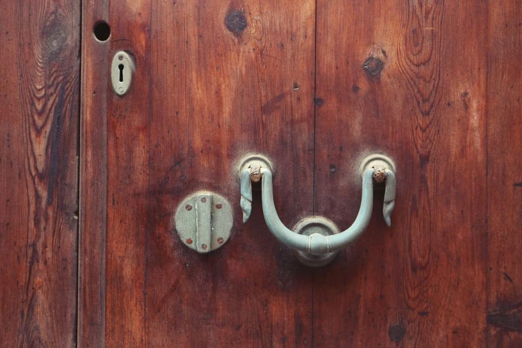 Review-Weekly_Blog_Amazon-Echo-Dad-Jokes_DoorKnob