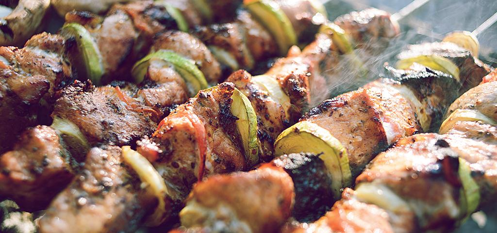 meal-prep-ideas_blog_review-weekly_meat-skewers