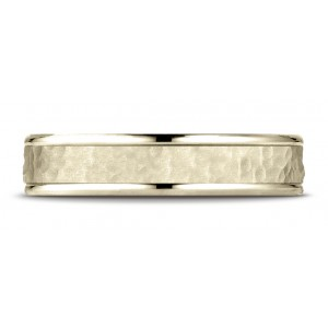 18k Yellow Gold Comfort Fit 4mm High Polish Edge Hammered Center Design Band