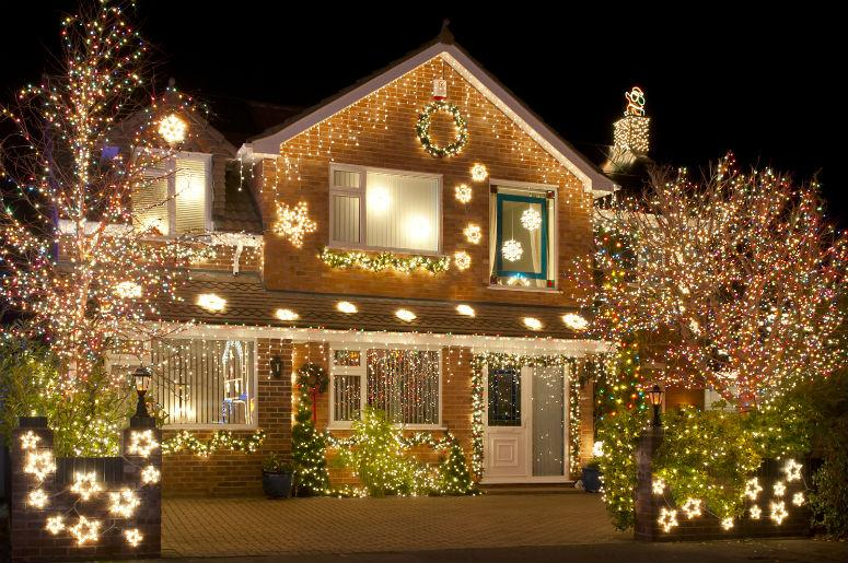 POLL: Traditional Christmas Lights or Projector