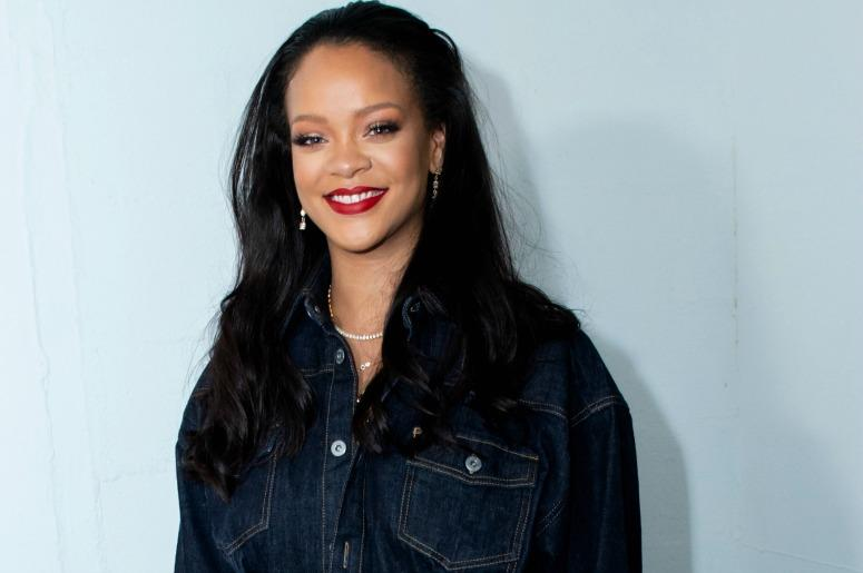 Rihanna surprises her fans at the opening of the FENTY Pop Up Store