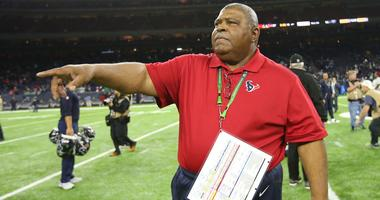Crennel Has His Own Little Spin On Texans Defense