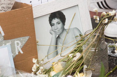 LOS ANGELES, CA - AUGUST 16: Flowers and mementos are left at a growing memorial at Aretha Franklin's star on the Hollywood Walk of Fame on August 16, 2018 in Los Angeles, California. The legendary soul singer passed away today in Detroit from pancreatic