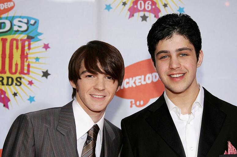 Actors Drake Bell (L) and Josh Peck arrive at the 19th Annual Kid's Choice Awards held at UCLA's Pauley Pavilion on April 1, 2006 in Westwood, California