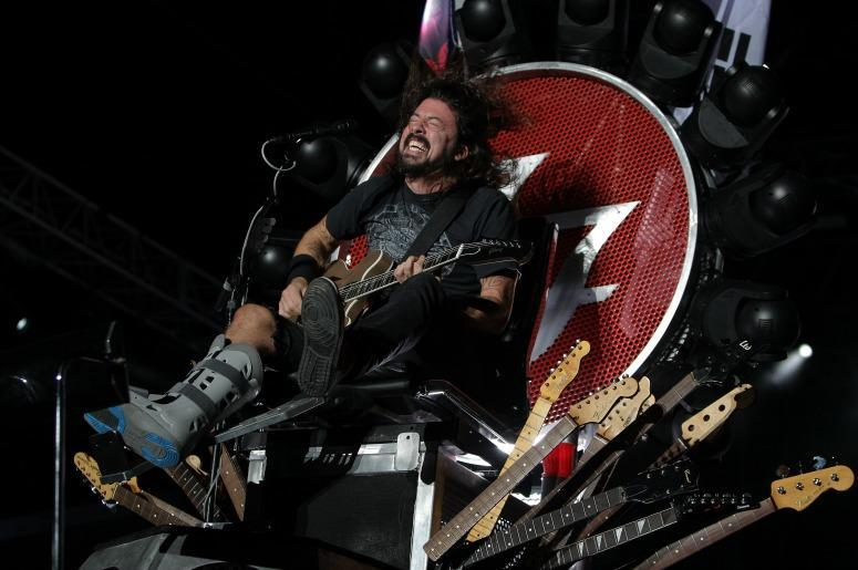 Dave Grohl and the Throne (Photo credit Chung Sung-Jun / Staff)