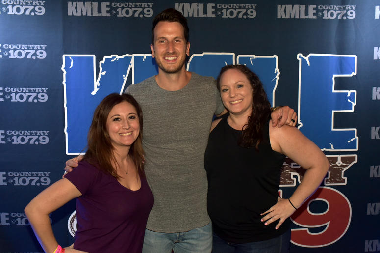 Russell Dickerson M&G
