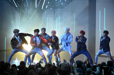 BTS performs at the 2017 American Music Awards
