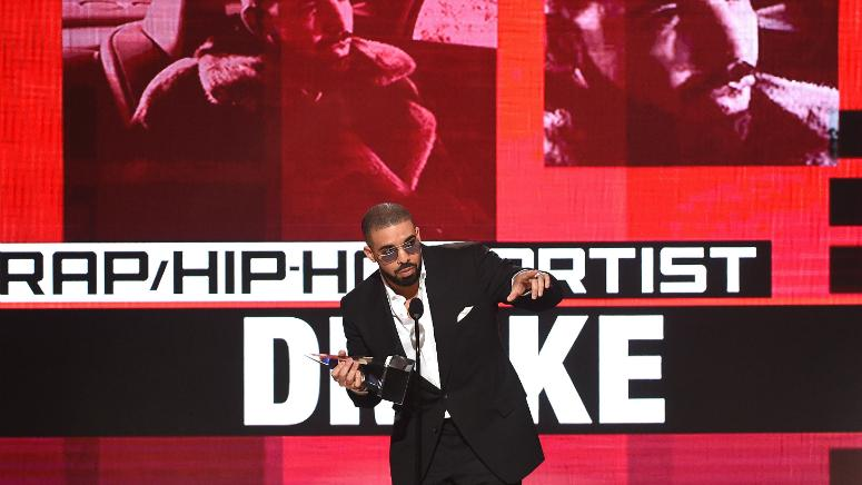 "Drake accepts the ""Favorite Artist - Rap/Hip-Hop"" award on the 2016 American Music Awards."