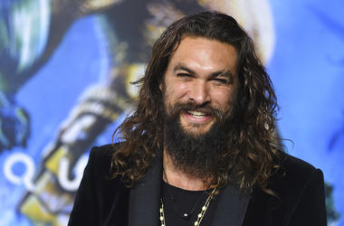 "Jason Momoa arrives at the premiere of ""Aquaman"" at TCL Chinese Theatre in Los Angeles. Momoa on Wednesday, April 17, 2019 released a video in which he shaved off his signature beard and mustache in order to promote recycling. He started by saying farewel"