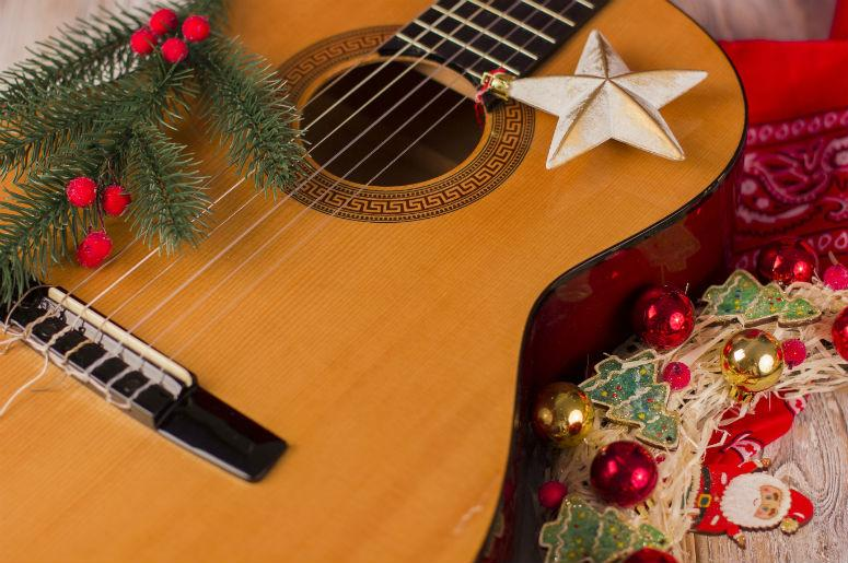 10 country songs to get you into the christmas spirit - Christmas Country Songs