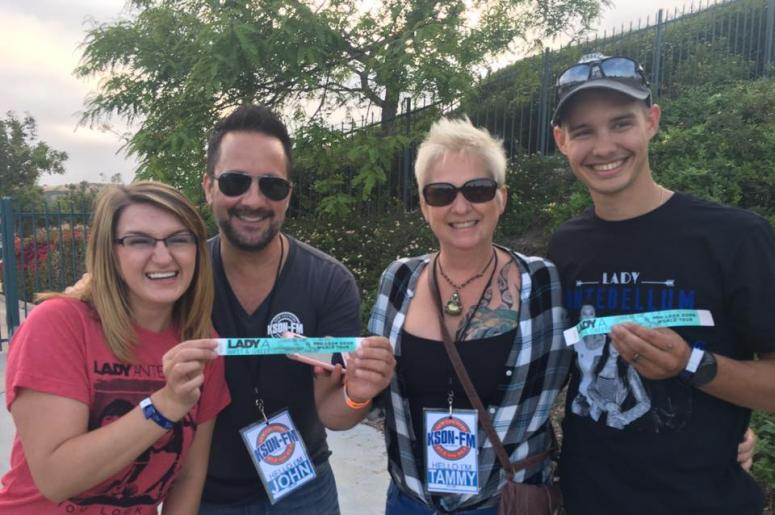 This couple was very excited to meet lady antebellum kson fm 1037 this couple was very excited to meet lady antebellum m4hsunfo