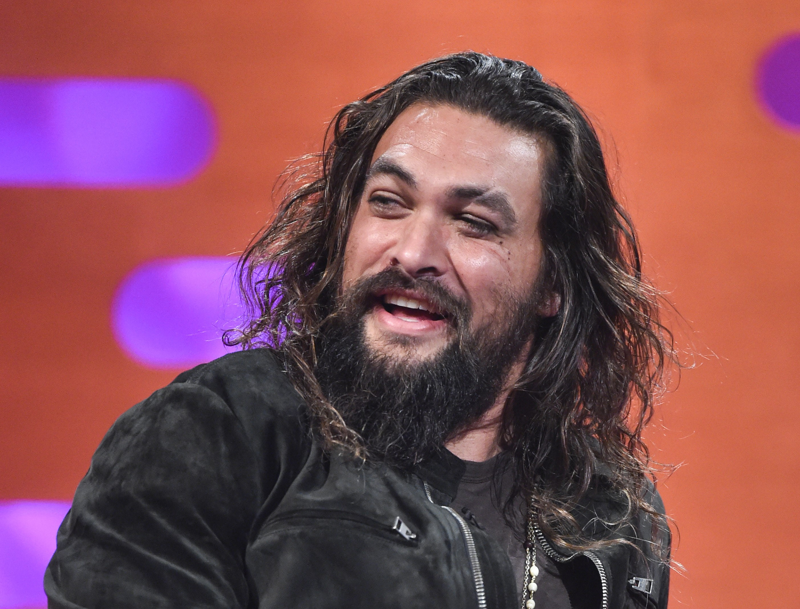 Girl Scout Uses Shirtless Jason Momoa To Sell Cookies Kyxy 96 5