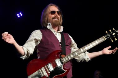 Tom Petty performs at Perfect Vodka Amphitheatre.