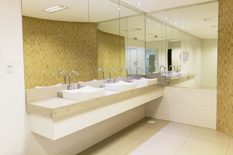 Vestiários e banheiros