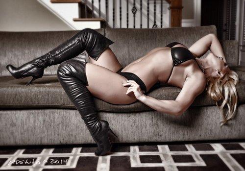 Goddess Samantha Muscle