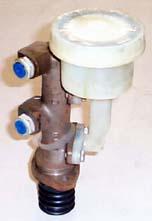 Round reservoir brake master cylinder