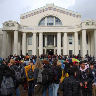 Oakland, Bay Area students step out against guns