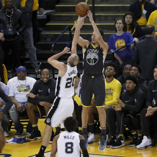 Klay Thompson sets Spurs ablaze in Game 2 win