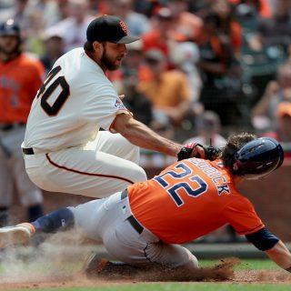 Late Astros homer wastes Bumgarner's Houdini act