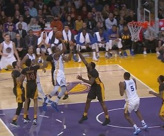 Warriors cruise past Lakers for holiday sweep