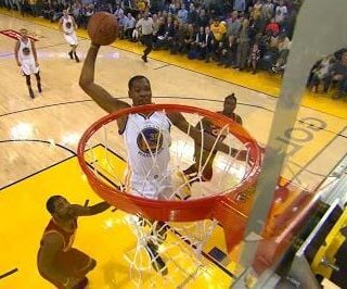 Warriors chase away demons with blowout of Cavs