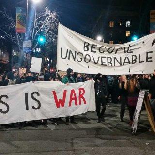Violent Berkeley protest runs off Milo Yiannopoulos