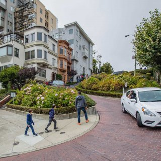 Toll, reservations suggested for Lombard Street drivers