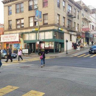 Pedestrian 'scramble' debuts at Kearny and Clay