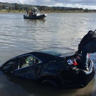 Youth escape after Napa River car plunge