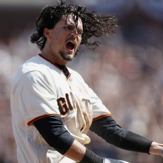 Giants deliver win for Opening Day at AT&T