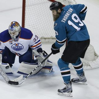 Sharks rip apart Oilers to knot series 2-2