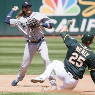 M's flip script, end A's win streak at five
