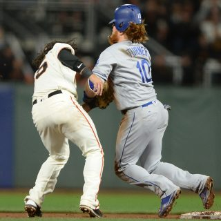 Giants gun down Dodgers with flashy finish
